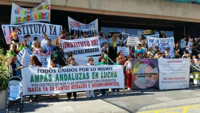 Protesta de padres por las 'caracolas' en Málaga
