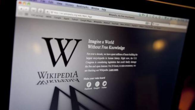 La versión británica de Wikipedia, en negro durante la protesta contra la ley SOPA.
