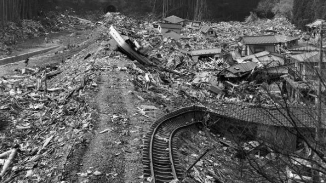 Foto de Miyoshi Kōzō, uno de los primeros fotógrafos en llegar a la zona arrasada por el tsunami de marzo de 2011 en el noroeste de Japón