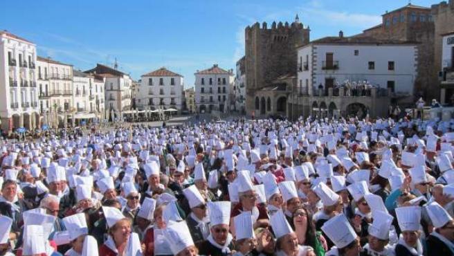 Acto de apoyo de los mayores extremeños a la Capital Española de la Gastronomía