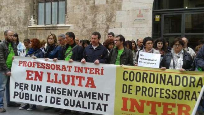 Concentración de profesores interinos ante Generalitat