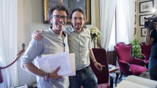 El alcalde de Cádiz, José María González Santos 'Kichi', junto al secretario general de Podemos, Pablo Iglesias, este 19 de junio.