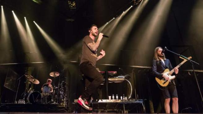 La banda Maroon 5, en pleno concierto.