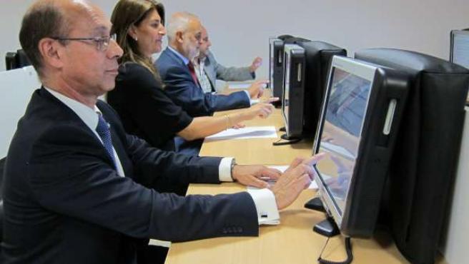 La Jefatura Provincial de Tráfico de Zaragoza estrena su aula informatizada