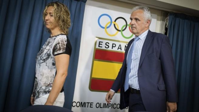 El presidente de la Real Federación Española de Tenis (RFET) José Luis Escañuela y la capitana del equipo de Copa Davis, Gala León, durante la rueda de prensa ofrecida el miércoles 24 de junio 2015.