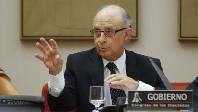 El ministro Cristóbal Montoro, en la comisión de Hacienda del Congreso.
