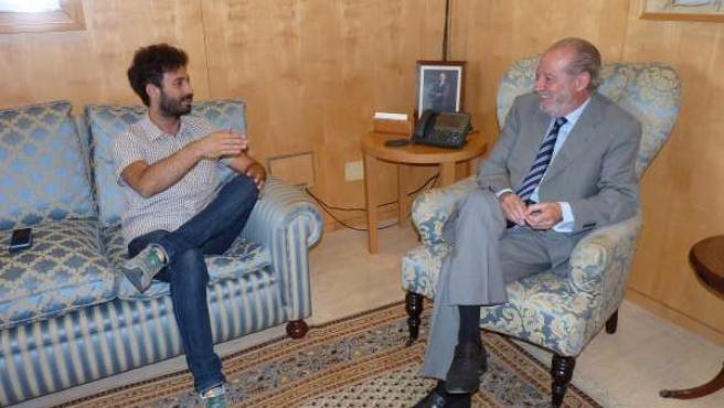Villalobos con el representante de Participa, Julián Moreno