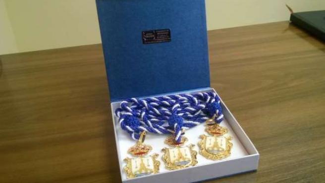 Medallas devueltas por los concejales.