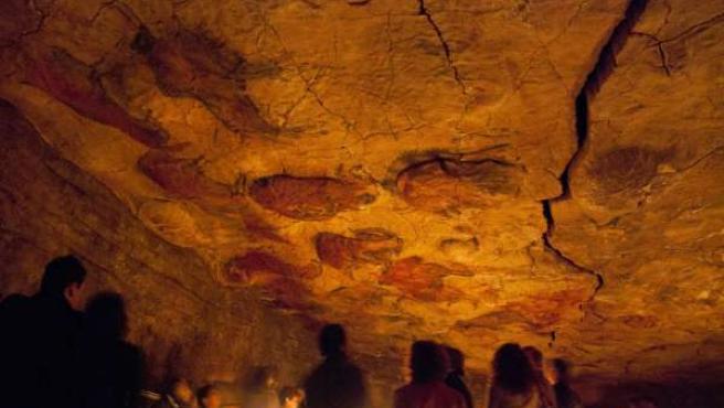 La neocueva de Altamira con la luz como la original.