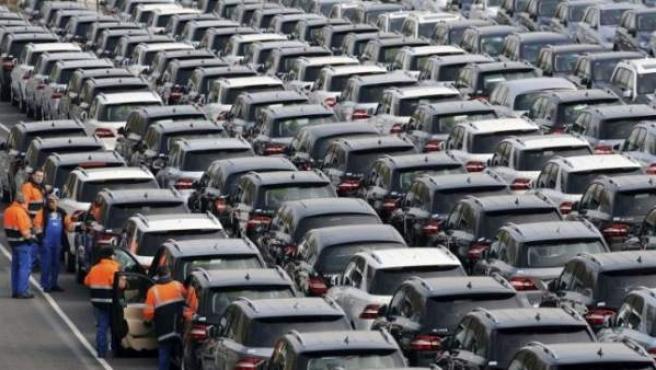 Campa de coches listos para su venta