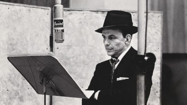 Foto de Herman Leonard a Frank Sinatra, uno de los 100 American Cool
