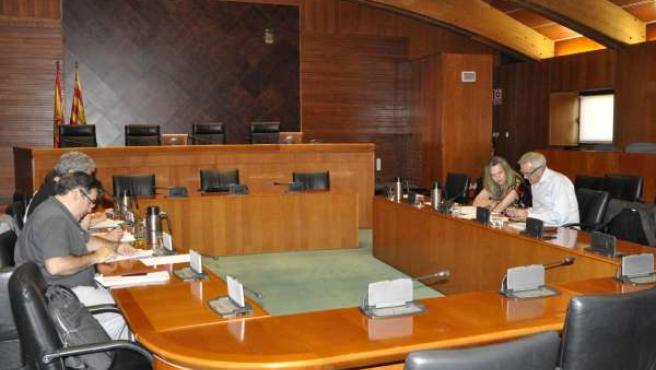 Reunión de los equipos negociadores de PSOE y CHA.
