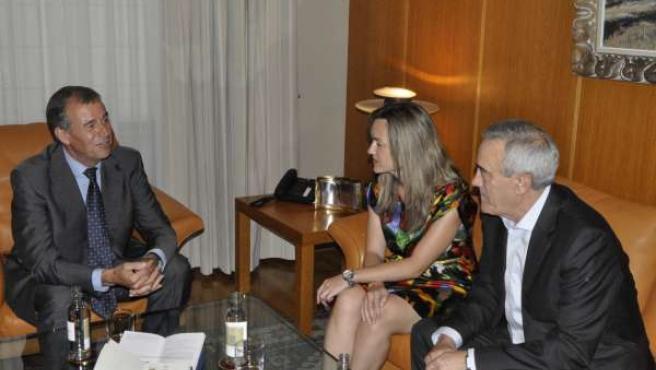 Javier Sada y Pilar Alegría (PSOE) con el presidente de las Cortes.