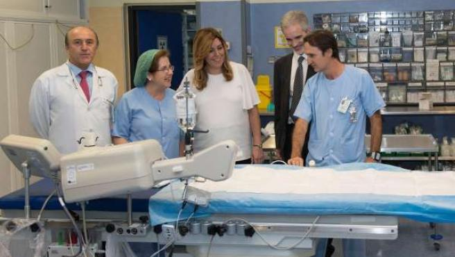 Susana Díaz visita la unidad de Cardiología del Valme