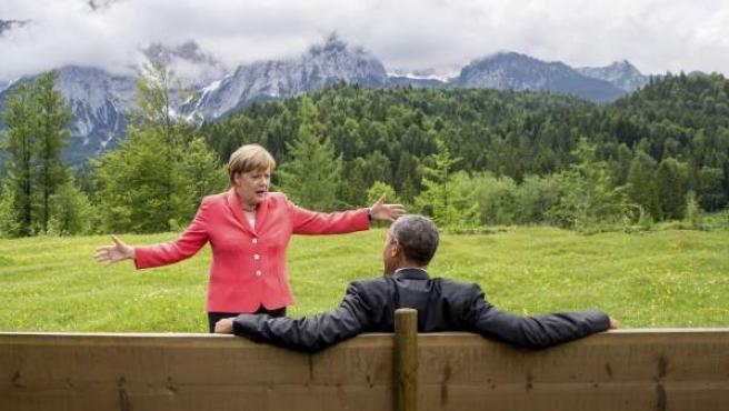 Ángela Merkel y Barack Obama conversan tras la cumbre del G7 en Alemania.