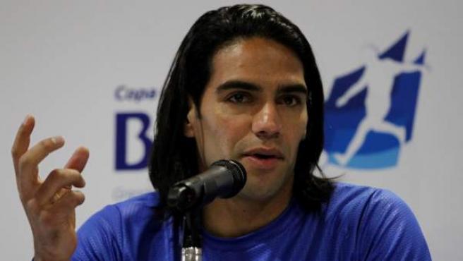 El delantero de la selección colombiana de fútbol Radamel Falcao García, durante una rueda de prensa en Bogotá (Colombia).