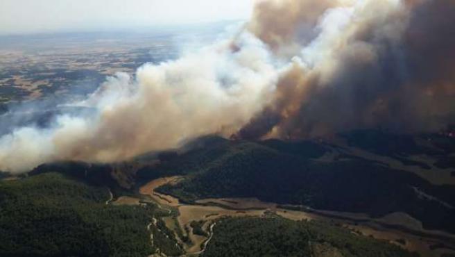 Medio millar de efectivos trabajan en la extinción del incendio