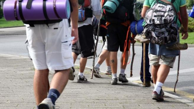 Un grupo de peregrinos haciendo el Camino de Santiago.