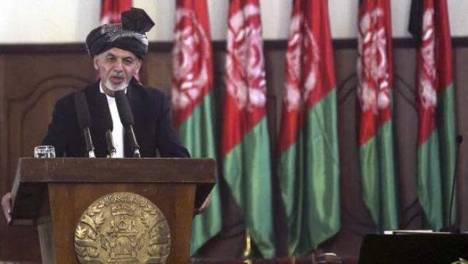 El nuevo presidente afgano, Ashraf Gani, interviene durante su ceremonia de juramento en Kabul (Afganistán).