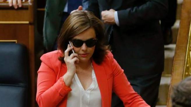 La vicepresidenta del Gobierno, Soraya Sáenz de Santamaría, abandona su escaño, tras el pleno del Congreso de los Diputados.
