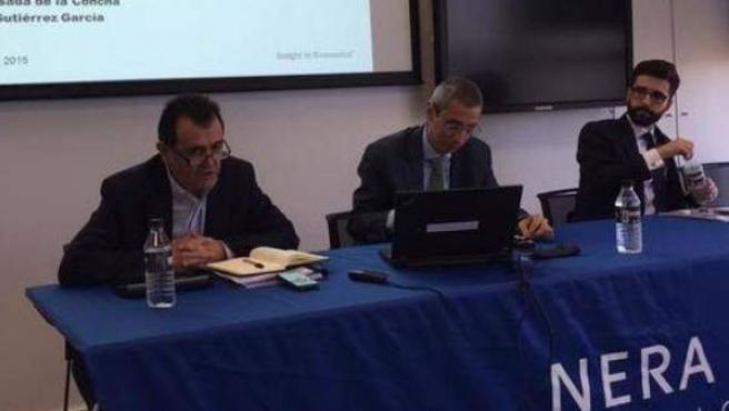 Arsenio Escolar, Pedro Posada de la Concha y Alberto Gutiérrez García, en la presentación del informe.