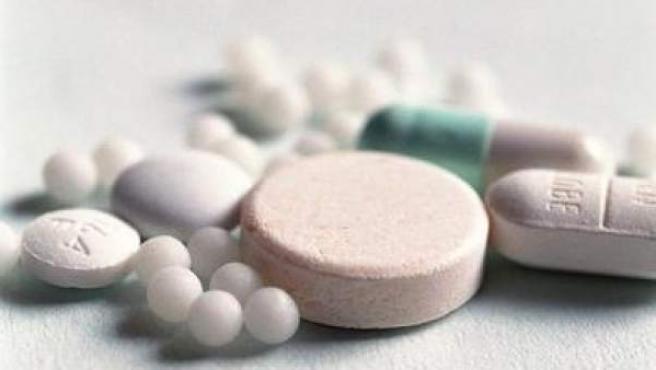 Distintos tipos de medicamentos en pastillas.