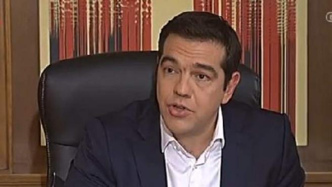 El primer ministro griego comparece ante los medios para explicar los términos del acuerdo con el Eurogrupo.
