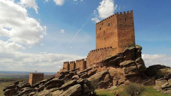 Castillo de Zafra, del siglo XII, en la Sierra de Caldereros.