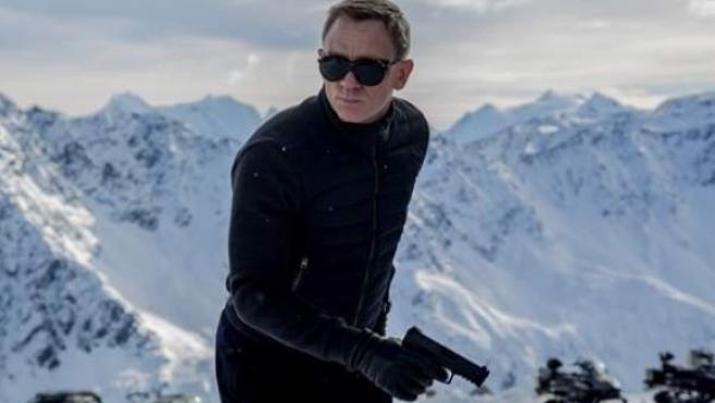 Una imagen del rodaje de 'Spectre' con Daniel Craig en plena acción.