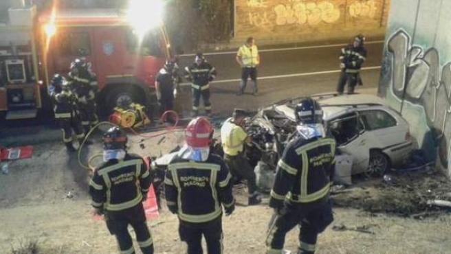 Un hombre de unos 50 años ha fallecido este sábado en Madrid al chocar el vehículo que conducía contra un muro de granito situado en uno de los accesos de la carretera de circunvalación M-40 con la autovía A-1.