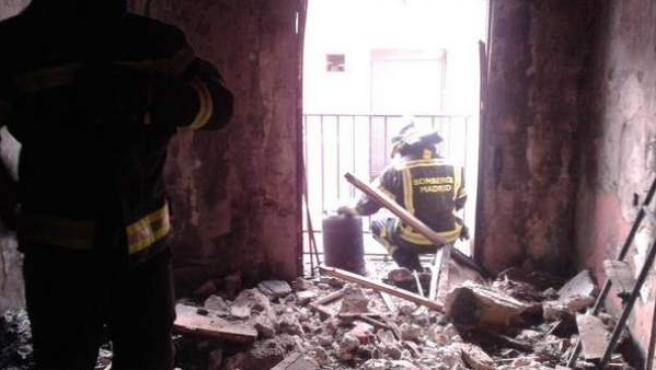 Interior de una vivienda en la travesía de Las Beatas de Madrid, donde se ha producido un incendio.