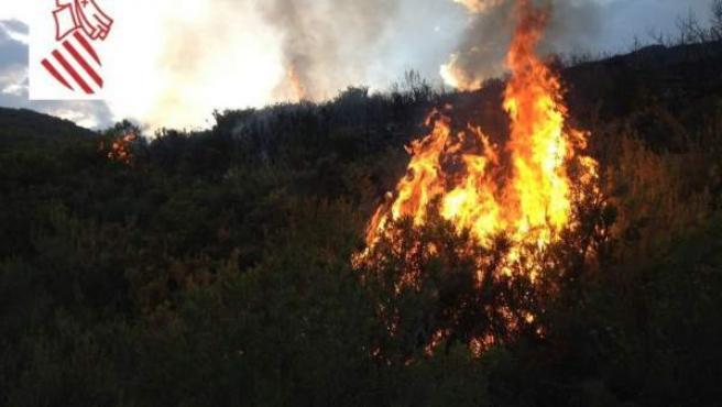 Imagen del incendio en Segorbe (Castellón), que se ha producido este sábado por la tarde.