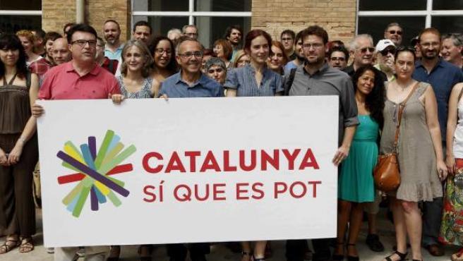 Los dirigentes de ICV, Dolors Camats (2i) y Joan Coscubiela (3i), de EUiA, Joan Josep Nuet (i), y de Podem-Podemos, Gemma Urbasart (2d) y Albano Dante (d), en la presentación en Barcelona de la candidatura 'Catalunya, Sí que es Pot'.