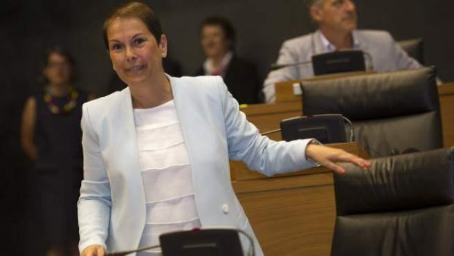 La candidata a la presidencia de Navarra, Uxue Barkos, de Geroa Bai, momentos antes de dar comienzo el pleno extraordinario en el que se debatirá y votará su candidatura