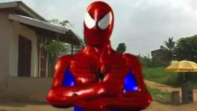 El Spider-Man de Ghana es un asesino implacable
