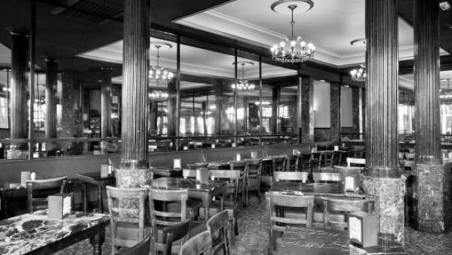 Imagen del interior del madrileño Café Comercial, que ha anunciado su cierre tras 128 años en activo.