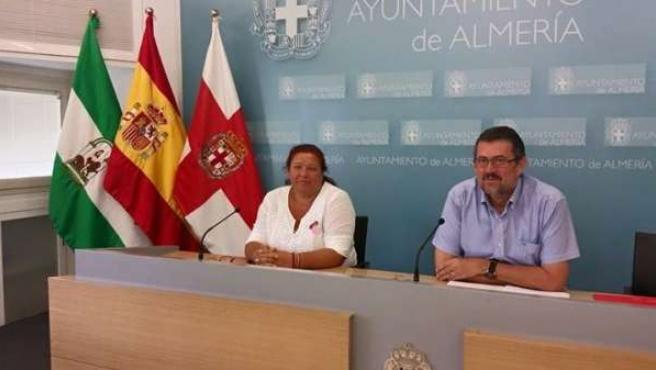 Los concejales de IU Amalia Román y Rafael Esteban
