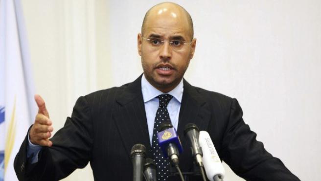 Fotografía de archivo tomada el 23 de marzo de 2010 de Seif al Islam, hijo mayor del fallecido dictador libio Muamar al Gadafi.