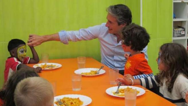 El alcalde visita los comedores escolares