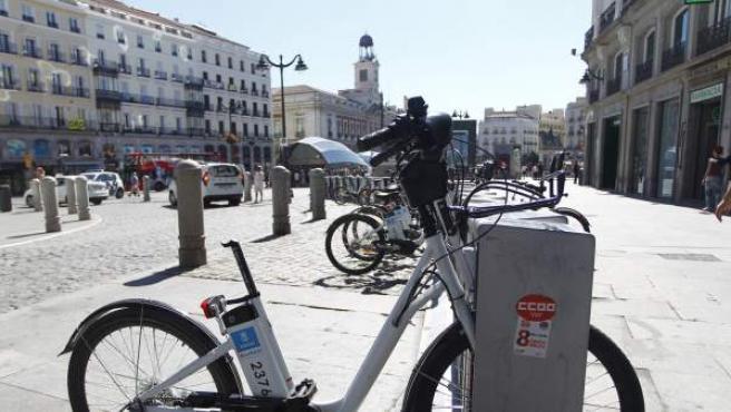 Bicicleta pública de Madrid sin sillín, en una de las estaciones de la Puerta del Sol.
