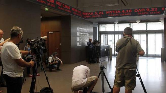 La Bolsa de Atenas abre con una caída del 23%