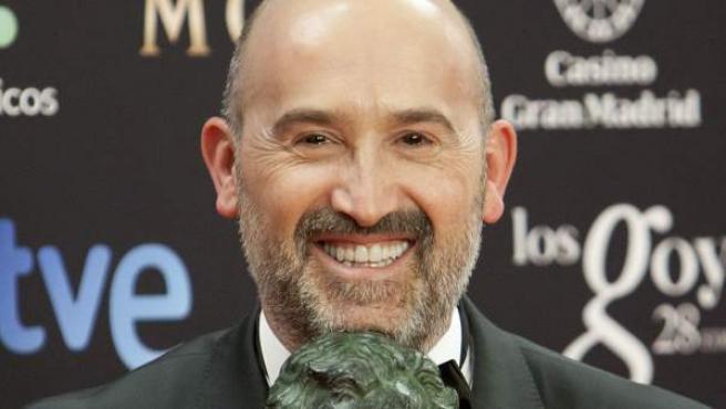 Javier Cámara posa con su Goya a mejor actor por 'Vivir es fácil con los ojos cerrados'.