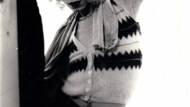 Foto tomada en Boston por Nan Goldin cuando era una adolescente y empezaba a definir su estilo
