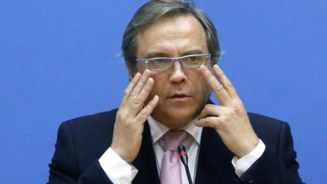 El socialista Antonio Miguel Carmona, durante una rueda de prensa.