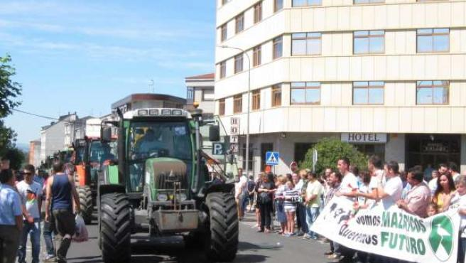 Tractorada reivindicativa en Santa Comba