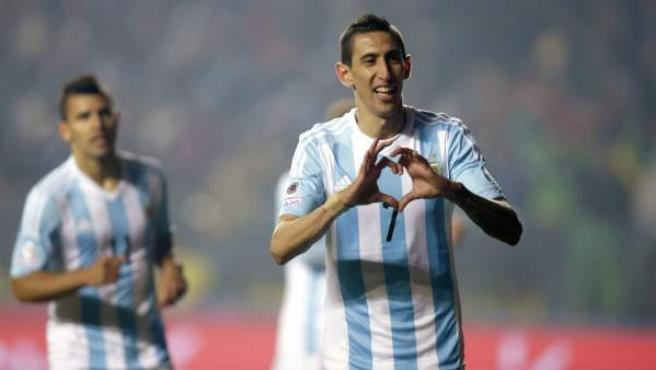 Di María celebra el cuarto gol de Argentina en la victoria contra Paraguay en las semifinales de la Copa América 2015.