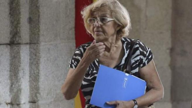 La alcaldesa de Madrid, Manuela Carmena, a su llegada a la Real Casa de Correos.