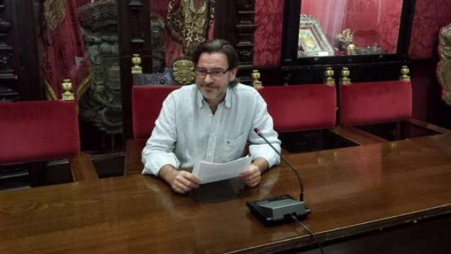 Socialista Baldomero Oliver en rueda de prensa