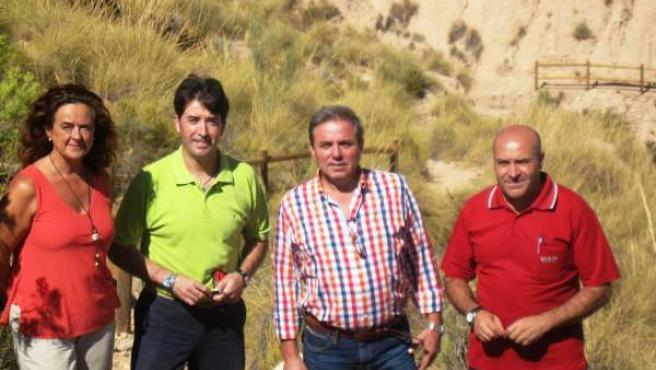 Ortega (2d) visita las vías pecuarias mejoradas entre Huesa e Hinojares.