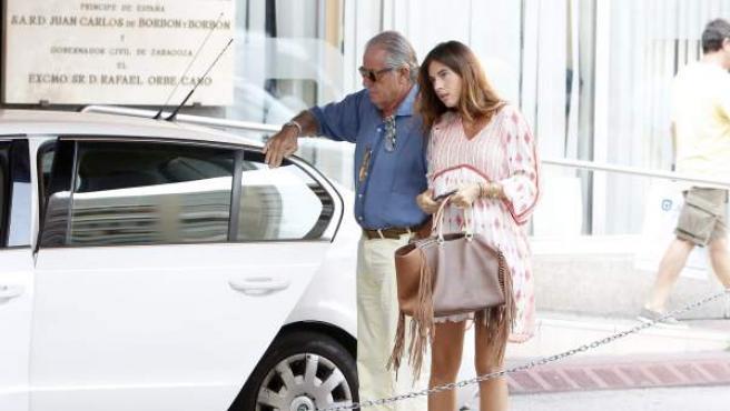 Lourdes Montes, esposa de Francisco Rivera, acudió acompañada de sus padres a visitar a su marido.